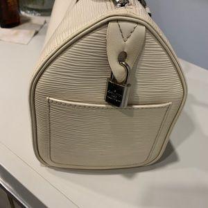 Handbags - Authentic Louis Vuitton Epi speedy  25